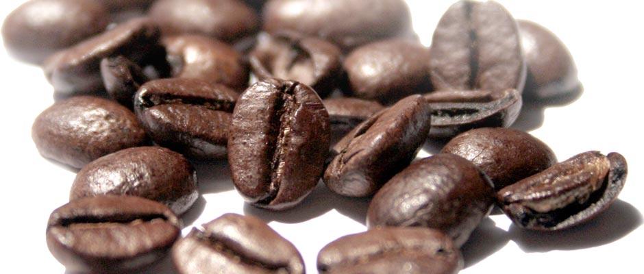 Vzorce pražene kave pošljemo zunanjemu laboratoriju, ki preveri morebitne nečistoče, kovinske ostanke, vsebnost kofeina in morebitne ostanke topil.